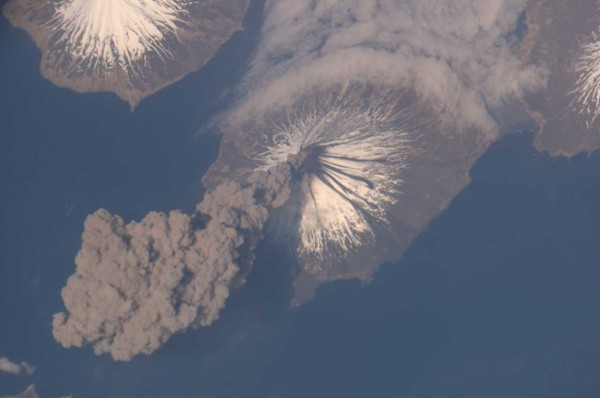 The May 2006 eruption of the Cleveland Volcano in the Aleutian Islands, Alaska, photographed by an Expedition 13 crewmember on the International Space Station. Credit: NASA.