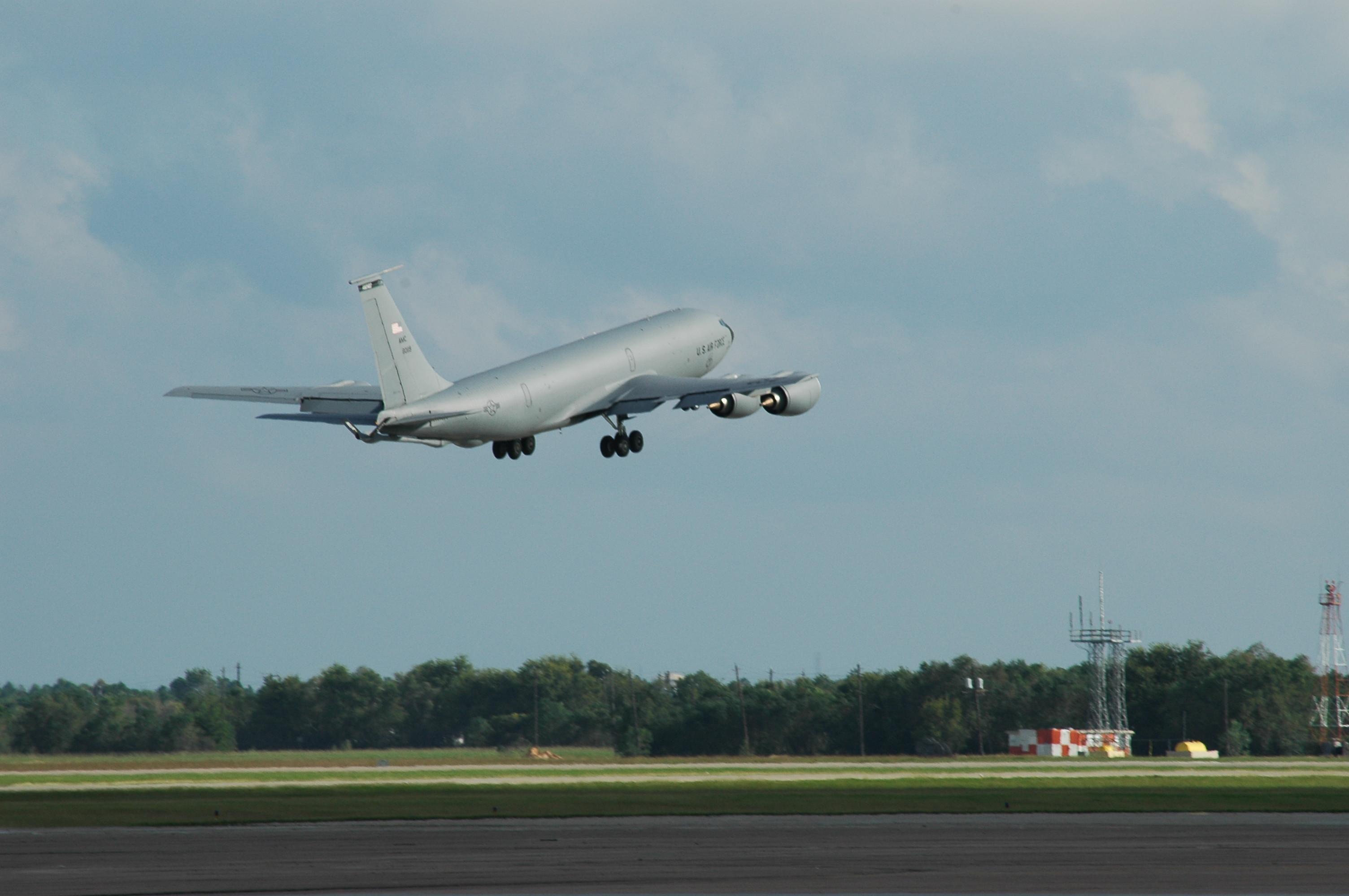 0018 USAF KC135 taking off